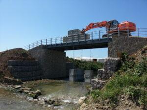Realizzazione di un ponte sul torrente Lama a servizio dell'azienda